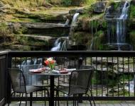 ledges-restaurant-deck-3-8cf4bb283836c83fc88eb117026bc4ca76b1957d