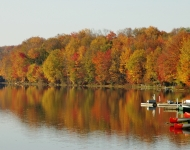 keen-lake-canoes-autumn-519ba54e75c67e8f3871d167a9bf15e348ec3984